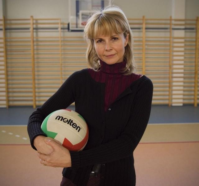 Renata NowakW zawodzie jest od 11 lat, uczy wuefu w Zespole Szkół w Różankach w gminie Kłodawa. Mieszka w Gorzowie. Mężatka, ma dwie córki. Lubi żeglarstwo, narty i piłkę siatkową.
