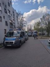 Gdynia: Nożownik zaatakował dwie osoby. Jedna z nich nie żyje. Wszystko wskazuje na przestępcze porachunki [zdjęcia, wideo]