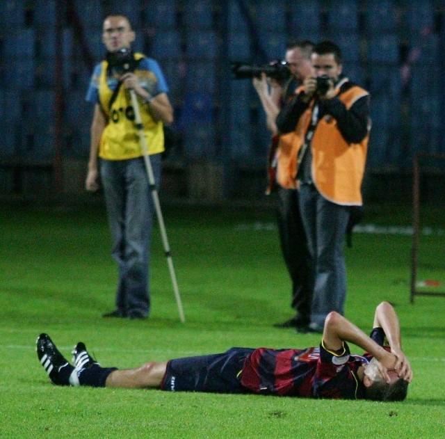 Coraz częściej piłkarze Pogoni po spotkaniach są zrozpaczeni. Trudno się temu dziwić, skoro przegrywają mecze, których w zasadzie nie powinni przegrać.