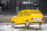 W Bielsku-Białej pojawił się drugim maluch na nakrętki. Jest żółty. Miasto zapowiada kolejne w różnych kolorach