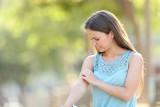 Marzysz o lecie bez komarów? Dzięki tym sposobom będą mniej uciążliwe