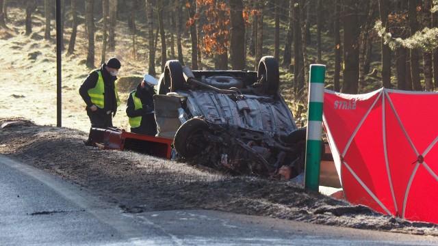 Do tragicznego wypadku doszło w piątek rano na drodze krajowej nr 11.
