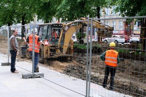 Remontowany deptak przy ul. Wojska Polskiego w SłupskuSpółka Sydkraft rozpoczęła w Słupsku prace na deptaku przy ul. Wojska Polskiego. Ułożona tam instalacja ma umożliwić przyłączenie w przyszłości do miejskiej sieci usytuowanych w pobliżu kamienic.
