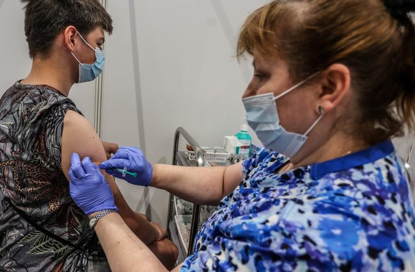 Obecnie szczepienia dzieci od 12. roku życia odbywają się...