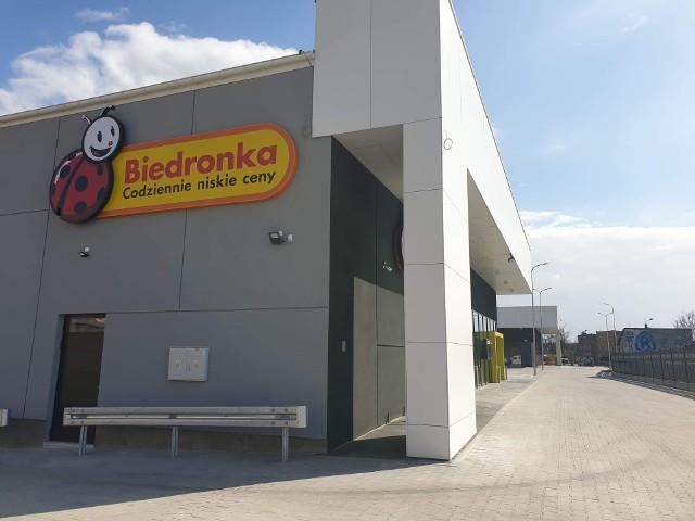 Nowe Biedronka w Mysłowicach przy ul. Ziętka w momencie odbioru sklepu. Zobacz kolejne zdjęcia. Przesuwaj zdjęcia w prawo - naciśnij strzałkę lub przycisk NASTĘPNE