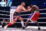 KnockOut Boxing Night 13 w Tarnowie. Efektowne wygrane Masternaka, Różańskiego, Balskiego i braci Kiwiorów [DUŻO ZDJĘĆ]