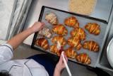 Poznań: Cukiernicy robią tu rogale świętomarcińskie od 55 lat. Zobacz, jak powstają rogale w Cukierni Wise Cafe w hotelu Mercure [ZDJĘCIA]