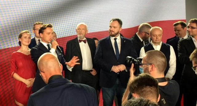 Sondaż wyborczy: Wygrywa PiS. Konfederacja trzecia siłą w Sejmie