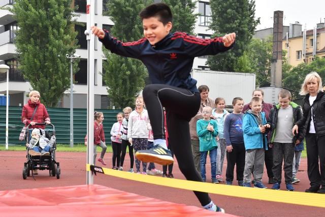 Sportowej rywalizacji na boisku PSP2 towarzyszyło mnóstwo uśmiechów wszystkich dzieci.