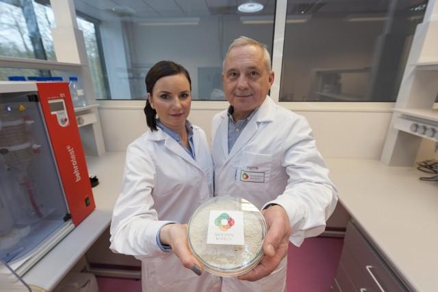 Magdalena Kozłowska i Piotr Wnukowski w 2014 roku stworzyli start-up NapiFeryn BioTech. Opatentowali oni metodę uzyskiwania wartościowego składnika z biomasy pozostałej po tłoczeniu oleju. Białko ma być wytwarzane w biorafinerii w Żórawinie koło Wrocławia.
