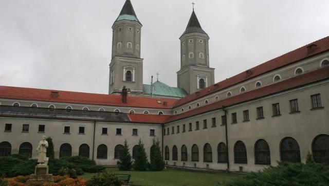Klasztor Benedyktynek w Jarosławiu ma bardzo bogatą i burzliwą historię.