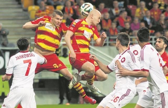 Żółto-czerwoni jak zwykle sporo zawdzięczają Michałowi Pazdanowi (z prawej) i Patrykowi Tuszyńskiemu
