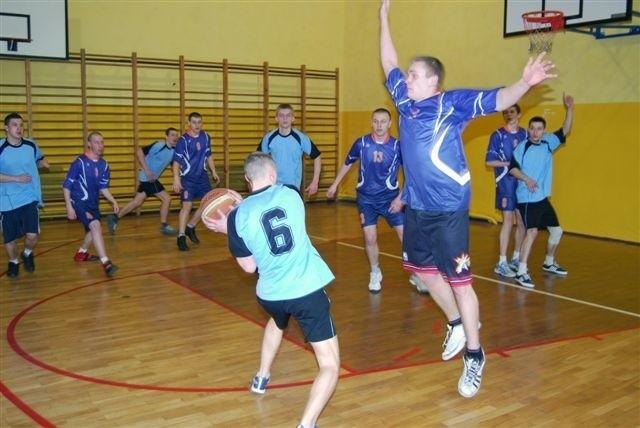 Witam serdecznie, przesyłam Mecz najlepszyh ekip ZS Lipno (ciemniejsze koszulki) - ZS Dobrzyń (jasno niebieskie)