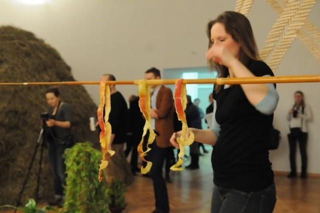 Magdalena Starska na wernisażu w Galerii BWA