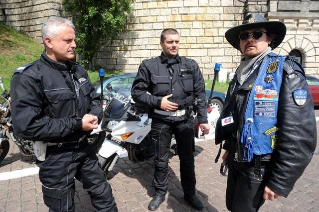 """Niebiescy rycerzeZlot Motocyklowego Klubu Strózów Prawa """"Blue Knights""""."""