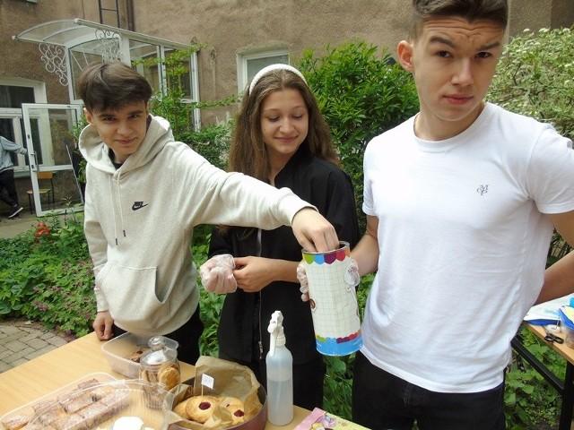 Białystok. Dzień Dziecka w ZSS przy Fabrycznej 10. Zorganizowali piknik, a pieniądze przekazali choremu Mikołajowi