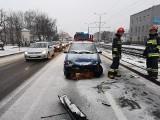 Wypadek na ul. Fordońskiej w Bydgoszczy. Zderzyły się dwa auta osobowe [zdjęcia]