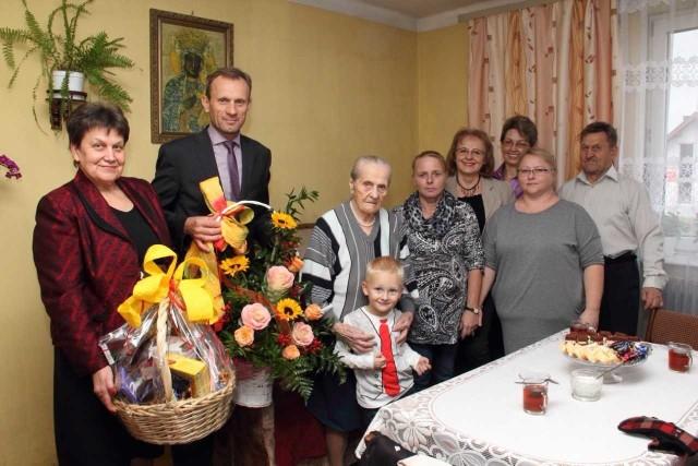 Pani Helena pomimo sędziwego wieku cieszy się dobrym zdrowiem. Życzenia złożyło jej wielu gości.