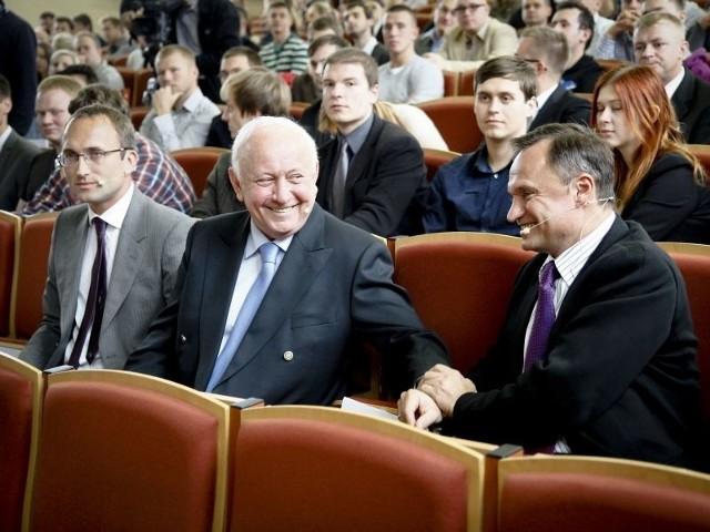 Na zdjęciu od lewej siedzą Jacek Lewandowski (93. miejsce na liście 100 Najbogatszych Polaków Forbesa), Zbigniew Grycan oraz Leszek Czarnecki (3. na tej liście).