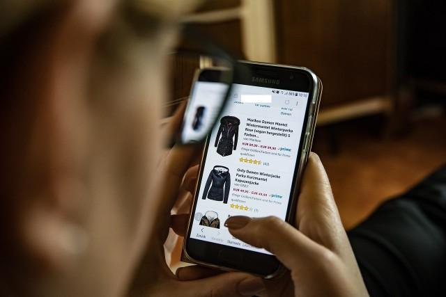"""Osoby robiące w rodzinach zakupy często odwiedzały w marcu serwisy m.in. z kategorii  """"styl życia"""""""