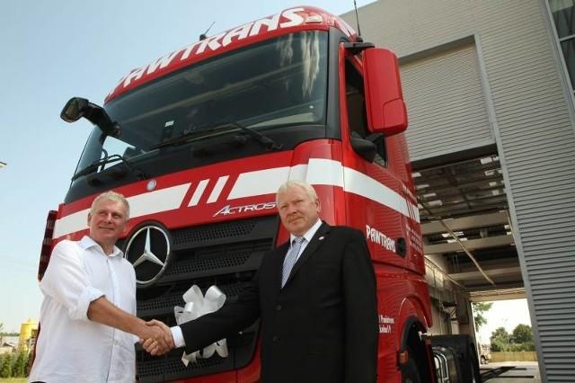 Do firmy z Poniatowej trafi w sumie 80 nowych Mercedesów.