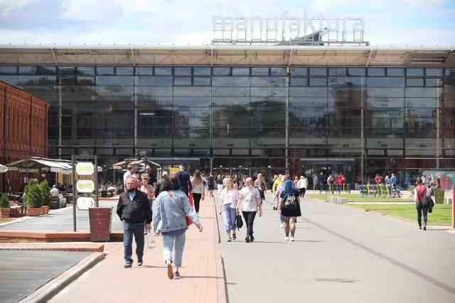 Od soboty (6.06) wznawiają pracę kolejni najemcy Manufaktury. Tym razem z branży rozrywkowej. W poniedziałek (8.06) będzie można wrócić na ściankę wspinaczkową i do klubu Saturn Fitness.W związku z kolejnym etapem odmrażania gospodarki, działalność mogą wznowić lokale rozrywkowe w Manufakturze. Od soboty 6 czerwca znów czynne są: centrum nauki Experymentarium, Arena Laser Games, a także Jazda!Park. Pracować będą już normalnie, w standardowych godzinach oraz z zachowaniem wszelkich środków ostrożności: każdy odwiedzający będzie poproszony o dezynfekcję rąk (lub rękawiczek), a używane przedmioty będą dezynfekowane po użyciu. Pracownicy będą nosić maseczki lub przyłbice ochronne.Czytaj, zobacz ZDJĘCIA na kolejnych slajdach