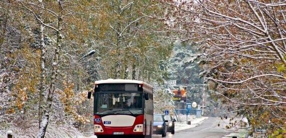 Ciepłobus powstał w Sosnowcu z myślą o potrzebujących - mogą skorzystać tam z odrobiny ciepła i zjeść ciepły posiłek.