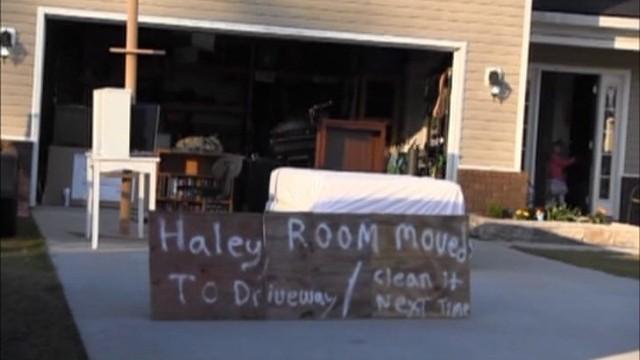 Wystawił pokój córki na ulicę, bo nie chciała sprzątać (WIDEO)Wystawił pokój córki na ulicę, bo nie chciała sprzątać (WIDEO)