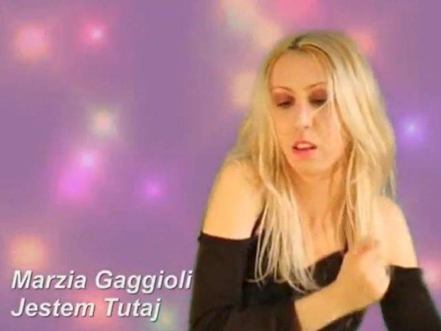 Marzia Gaggioli - królowa internetu. Śpiewa w kilkunastu językach świata. Także po polsku