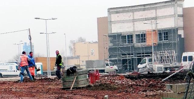 Radomsko: galerię handlową otworzą w lutym, są oferty pracyPrace na placu budowy postępują w błyskawicznym tempie. Pierwsze sklepy mają być otwarte w lutym