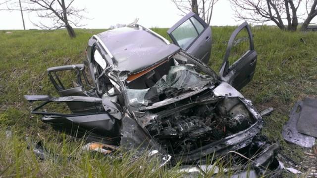 Wypadek w Pleszewie: Auto dachowało, stanęło w ogniu. Dziecko straciło rękę