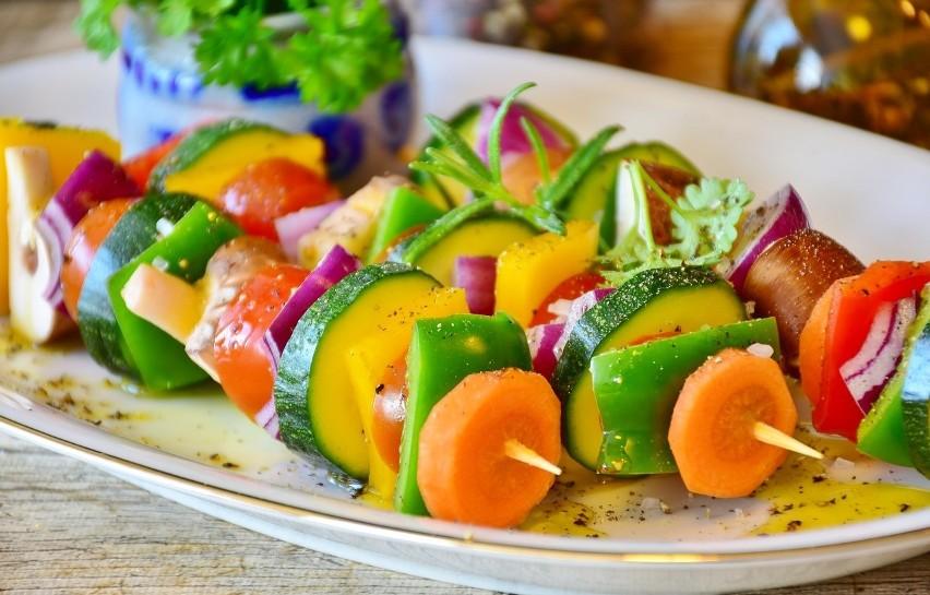 Grillowane potrawy urozmaicą warzywa: cukinia, papryka,...