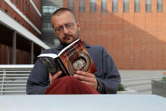 Robert Kamiński ze swoją najnowszą powieścią