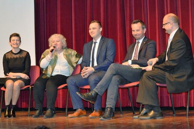 W dyskusji o znaczeniu języka i kultury dla środowiska mniejszości uczestniczyli: Sylwia Kus, Beata Fiola, Mattheus Czellnik i Rafał Bartek. Moderował dr Rudolf Urban.