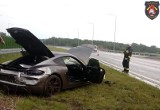 Luksusowe porsche rozbite pod Poznaniem. Auto uderzyło w bariery na S5. Zobacz zdjęcia