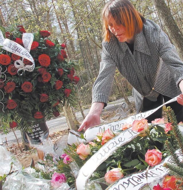 Justyna Kubiak nad grobem męża. Tym drugim, właściwym.
