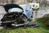 Wypadek dwóch samochodów na Karłowicach. Dwie osoby w szpitalu (ZDJĘCIA)