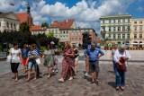 Spacerem przez Bydgoszcz. Co na pieszym szlaku przez miasto widzą turyści? Co odkrywają bydgoszczanie?