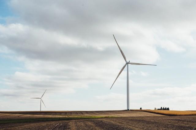 Elektrownie wiatrowe od kilku lat zyskują na popularności jako odnawialne źródło energii.