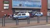 Akcja ratunkowa w Stargardzie. Policjanci dołączyli do przechodniów. Przyjechało pogotowie