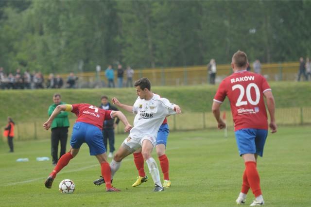 Piłkarze Rakowa Częstochowa w lidze prezentują bardzo dobrą formę i po pięciu kolejkach zajmuja pierwsze miejsce w tabeli