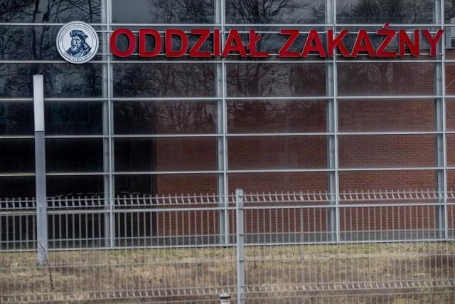 W sumie liczba osób zakażonych koronawirusem w Polsce: 221/5 (wszystkie pozytywne przypadki/w tym osoby zmarłe). Łącznie we wtorek potwierdzono już 44 nowe przypadki zakażenia.