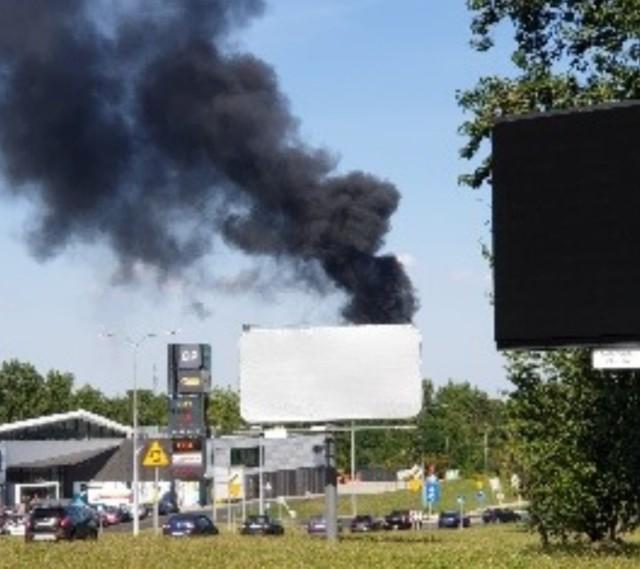 Wielki pożar opon w Mysłowicach. Słup czarnego dymu nad miastem.Zobacz kolejne zdjęcia. Przesuwaj zdjęcia w prawo - naciśnij strzałkę lub przycisk NASTĘPNE