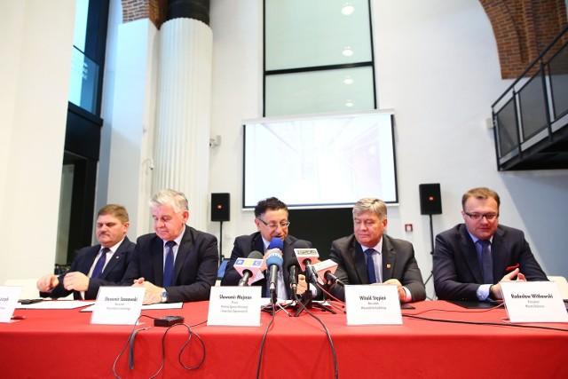 Umowę o powołaniu Wyżyny Lotniczej podpisali w Mazowieckim Centrum Sztuki Współczesnej Elektrownia w Radomiu samorządowcy z trzech województw - mazowieckiego, łódzkiego i lubelskiego.