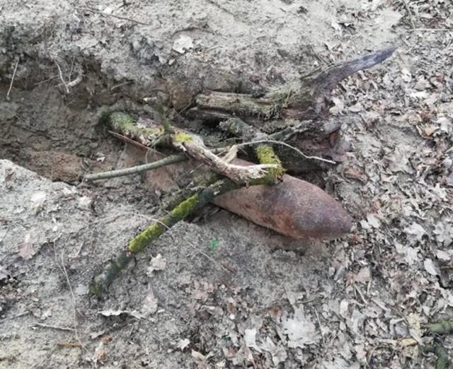 Okazało się, że znaleziony przedmiot to bomba burząca produkcji niemieckiej z okresu II Wojny Światowej o wadze około 50 kg