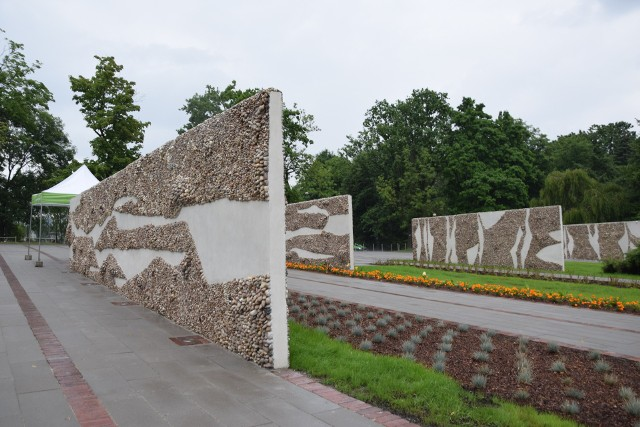 W Parku Śląskim otwarto nową inwestycję. To otoczenie hali wystaw Kapelusz z tzw. Ścianami płaczuZobacz kolejne zdjęcia. Przesuwaj zdjęcia w prawo - naciśnij strzałkę lub przycisk NASTĘPNE