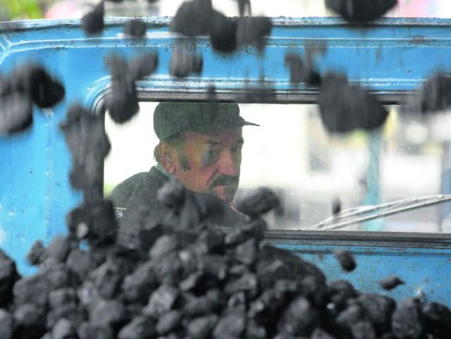 Deputaty węglowe otrzymują odchodzący na emeryturę górnicy. Czy obecni emeryci powinni się obawiać dalszych cięć tych  świadczeń? W 2015 związkowcy będą o tym dyskutowali z władzami KW
