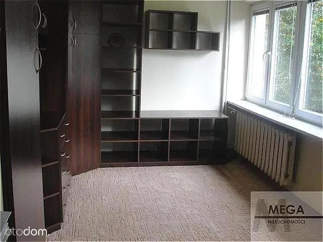 Doły, Chryzantem, 26,20 mkw. 175 tys. zł (6 679 zł/m²)Mieszkanie własnościowe z księgą wieczystą na Dołach przy ul. Chryzantem, na 2. piętrze w wieżowcu (nowa duża winda) i składa się z jednego dużego pokoju, rozkładowej kuchni, łazienki z WC i przedpokoju o łącznej powierzchni użytkowej 26,20 m2. Mieszkanie po remoncie do zamieszkania od zaraz.Zobacz ZDJĘCIA i oferty na kolejnych slajdach >>>Zobacz ogłoszenie