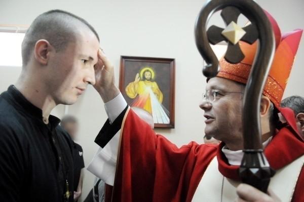 BIERZMOWANIE7465 osób przyjęło sakrament bierzmowania. To wyraźny wzrost w stosunku do roku wcześniejszego, bo w 2017 r. w diecezji zielonogórsko-gorzowskiej było 6900 bierzmowanych. W całej Polsce do bierzmowania przystąpiło 299 467 osób.