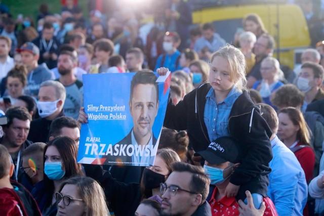 Na Rafała Trzaskowskiego głos oddało 111 845 wyborców, z kolei Andrzej Duda w okręgu pilskim zdobył 89 391 głosów.